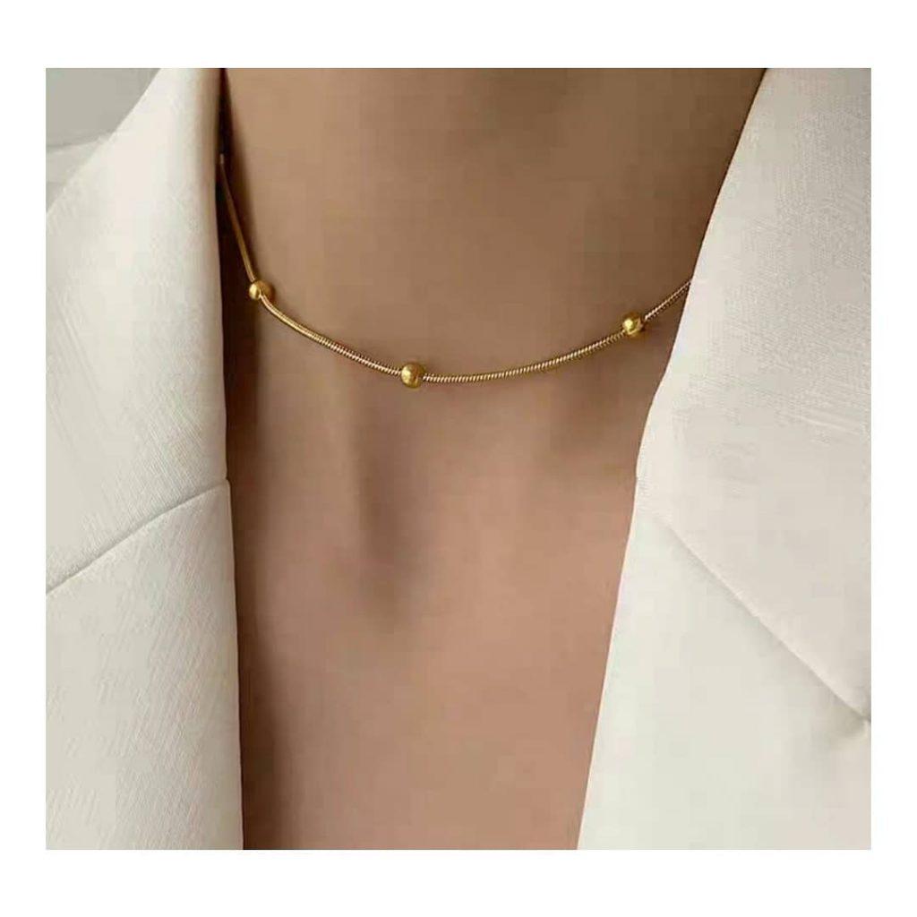 womans necklace